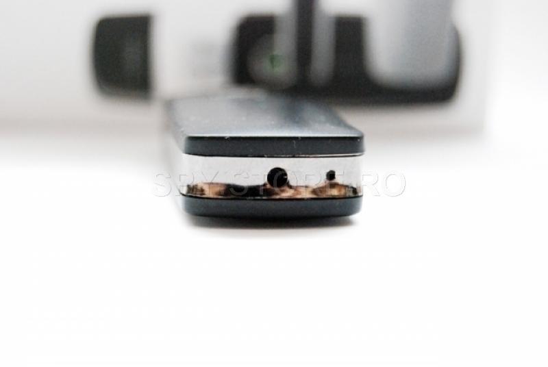 Camera tip stick de memorie, cu senzor de miscare