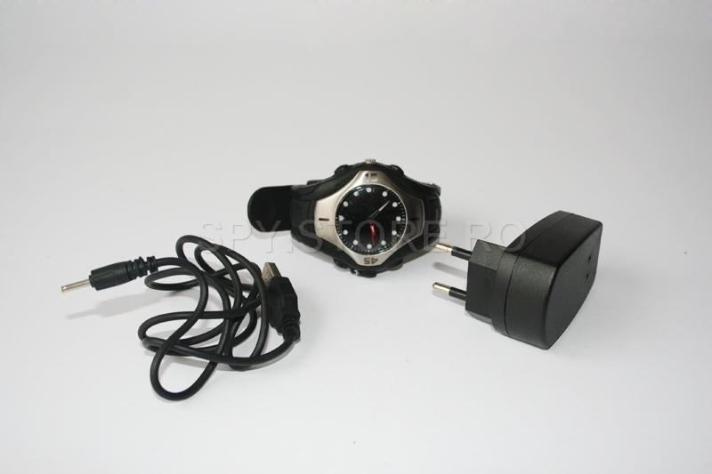 Set camera wireless camuflata in ceas si DVR
